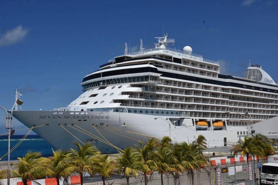 APA ta jama bon bini na Regent Seven Seas Splendor